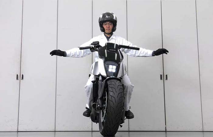 Man showing how the self-balancing mechanism works