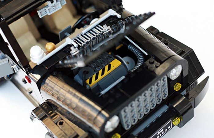 LEGO Jeep Wrangler Rubicon engine compartment