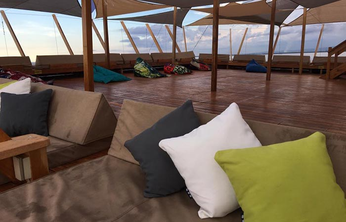 TawHai Floating Bar loungers with pillows
