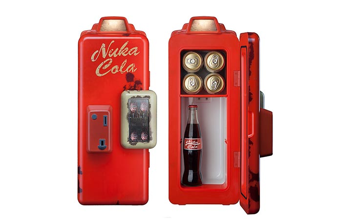 Open and closed view of the Fallout 4 Nuka Cola Mini Refrigerator