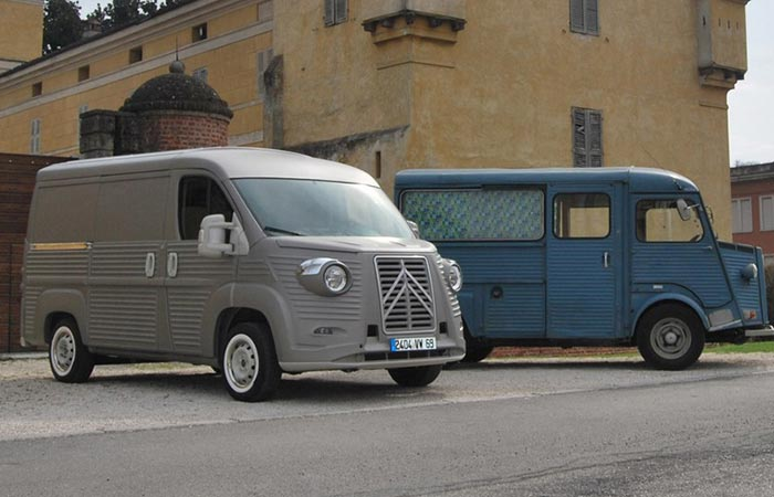 Citroën Type H new next to the old