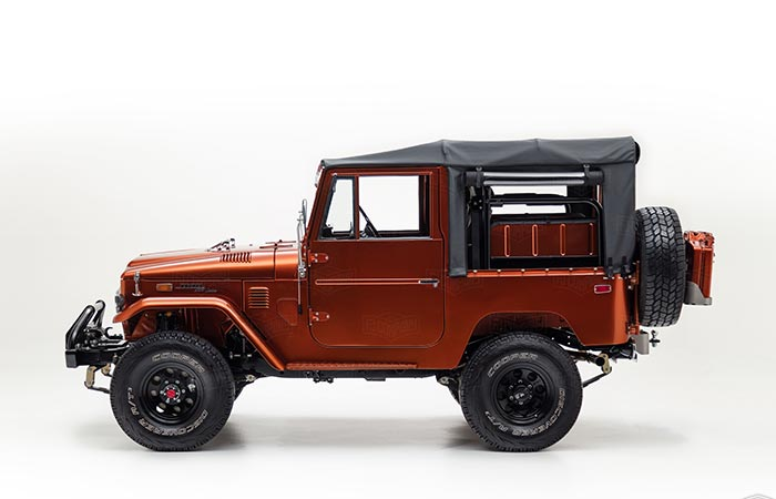 Side view of the Toyota Land Cruiser FJ40