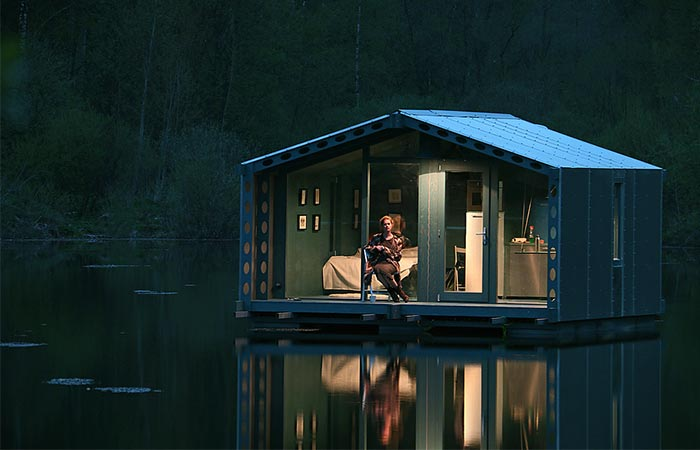 DD16 Floating Cabin
